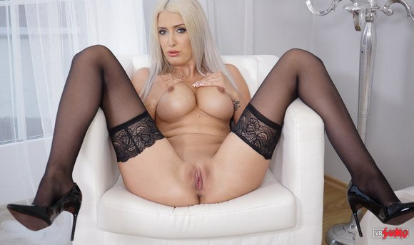 VR Porn Video - Blanche Summer Deep Exploring Her Own Pussy