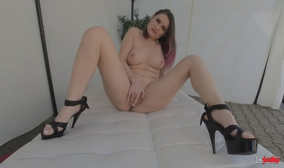 VR Porn Video - Horny Melina Waiting For You