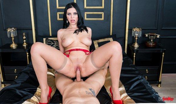 VR Porn Video - Kira Queen Is Amazing Busty MILF