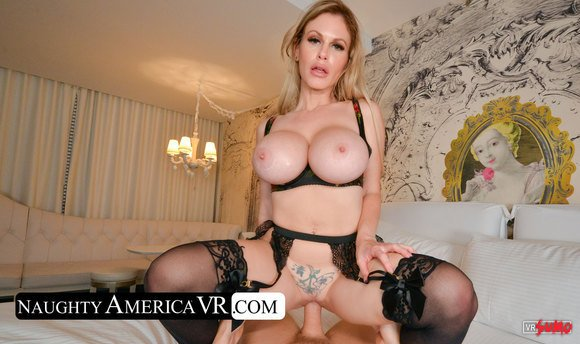 VR Porn Video - This Is The Pussy You Just Have To Get Inside