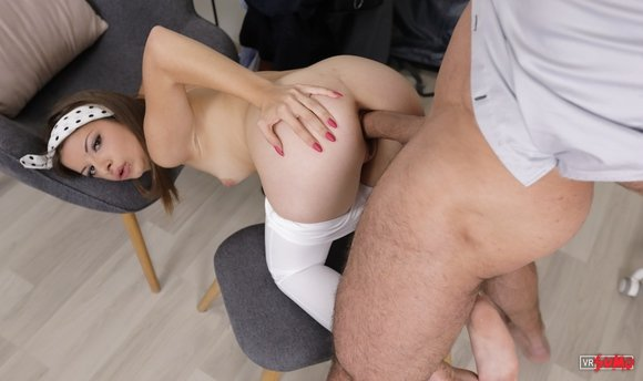 VR Porn Video - Stepdaughter Don't Want You To Leav