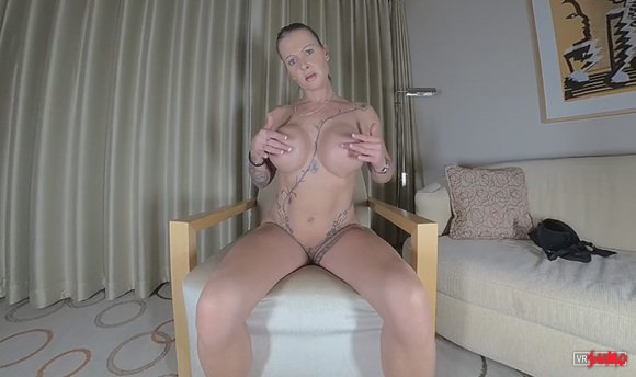 VR Porn Video - Juila Putting On A Huge Show For You