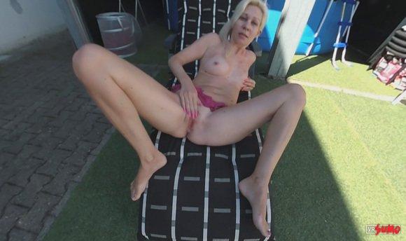 VR Porn Video - Sandra Stroking Her Juicy Pussy
