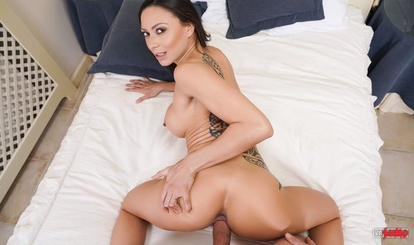 VR Porn Video - Cassie Del Isla Loves Hardcore Sex From Behind