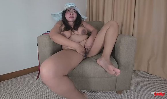 VR Porn Video - Chubby Asian Chick Playing With Herself
