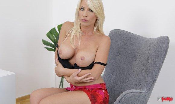 VR Porn Video - Big Tits Milf Stunning Solo