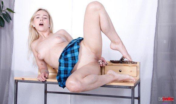 VR Porn Video - Naughty Blonde Prefers Hardcore Masturbation