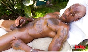 VR Porn Video - Muscled black hunk jerking off all oiled up on the sunbed