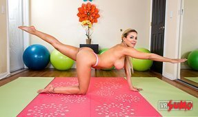 VR Porn Video - Private Yoga Workout with Luna Star
