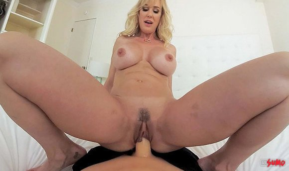 VR Porn Video - Experience The Best World Class Milf